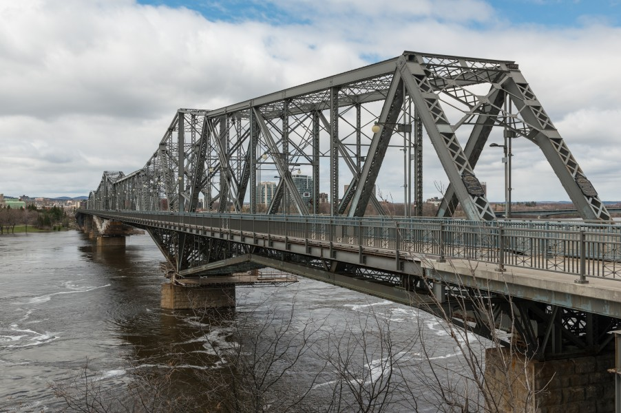Alexandra Bridge, Ottawa-Gatineau, South view 20170422 1