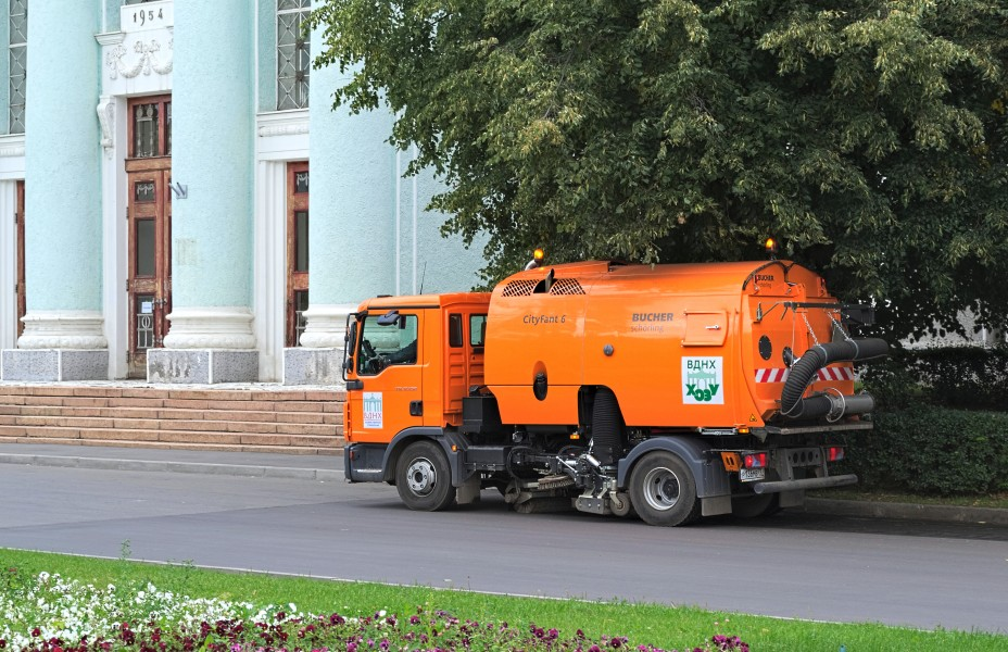 Bucher CityFant 6 based on MAN TGL 12 250 in VDNKh