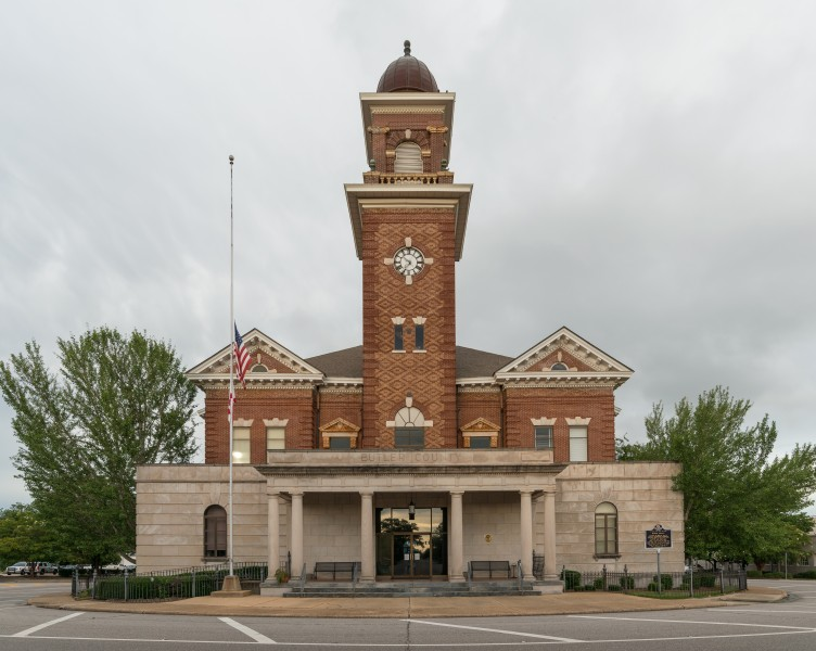 Butler County Courthouse, Greenville AL, West view 20160712 1