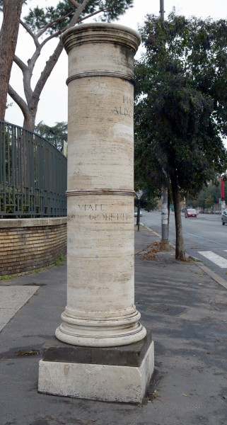 Column via Piero Gobetti
