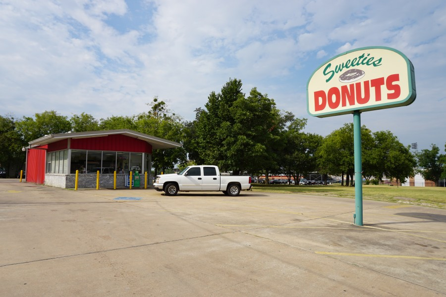 Commerce August 2015 18 (Sweeties Donuts)