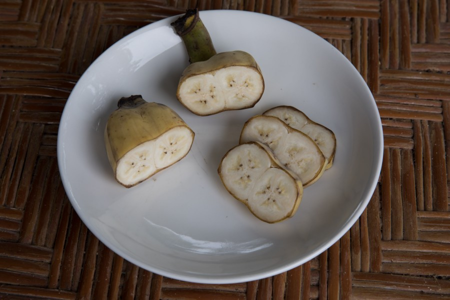 Conjoined babanas, sliced in a plate