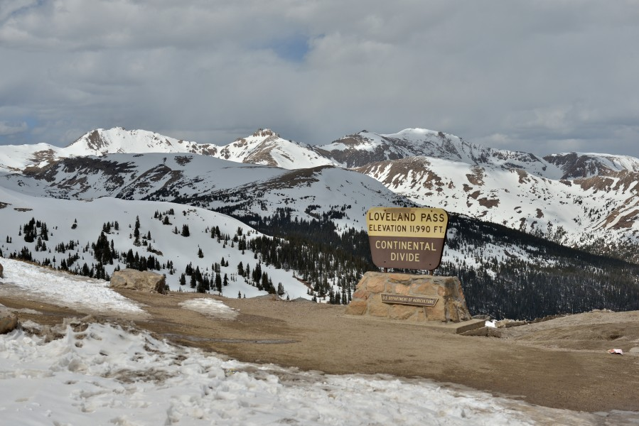 Continental divide on Loveland pass 3654 m