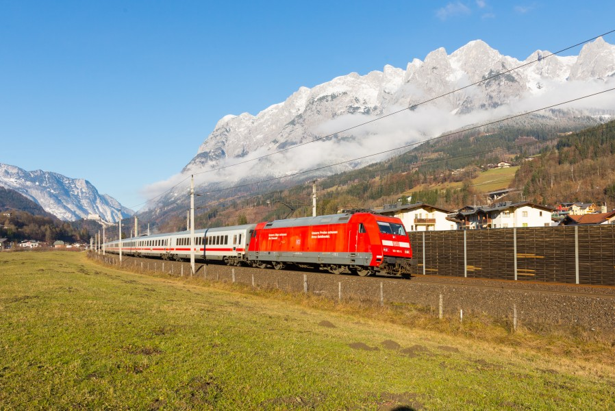 DB 101-105 passes Pfarrwerfen with EC 217, 13.12.2016