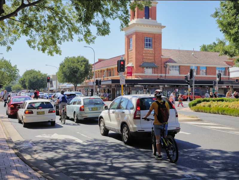 Dean Street with mixed traffic, Albury NSW