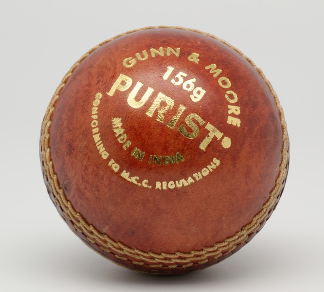 GandM Purist 156g cricket ball n01