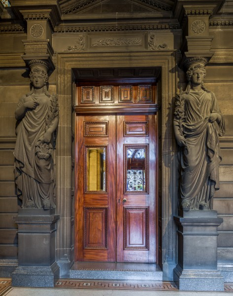 Glasgow City Chambers - Statues