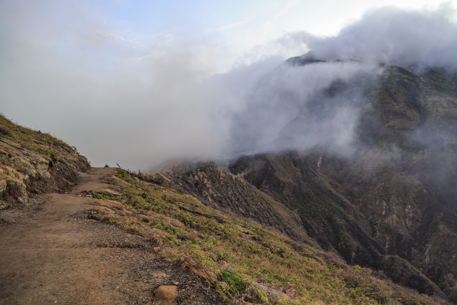 Kawah-Ijen Indonesia Morning-fog-at-crater-rim-01