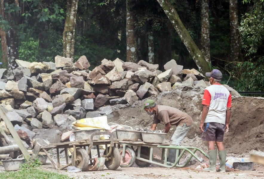 Laborers at Candi Sukuh, 2016-10-13