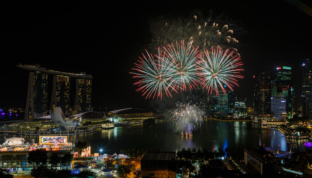 Marina-Bay Singapore Firework-launching-CNY-2015-03
