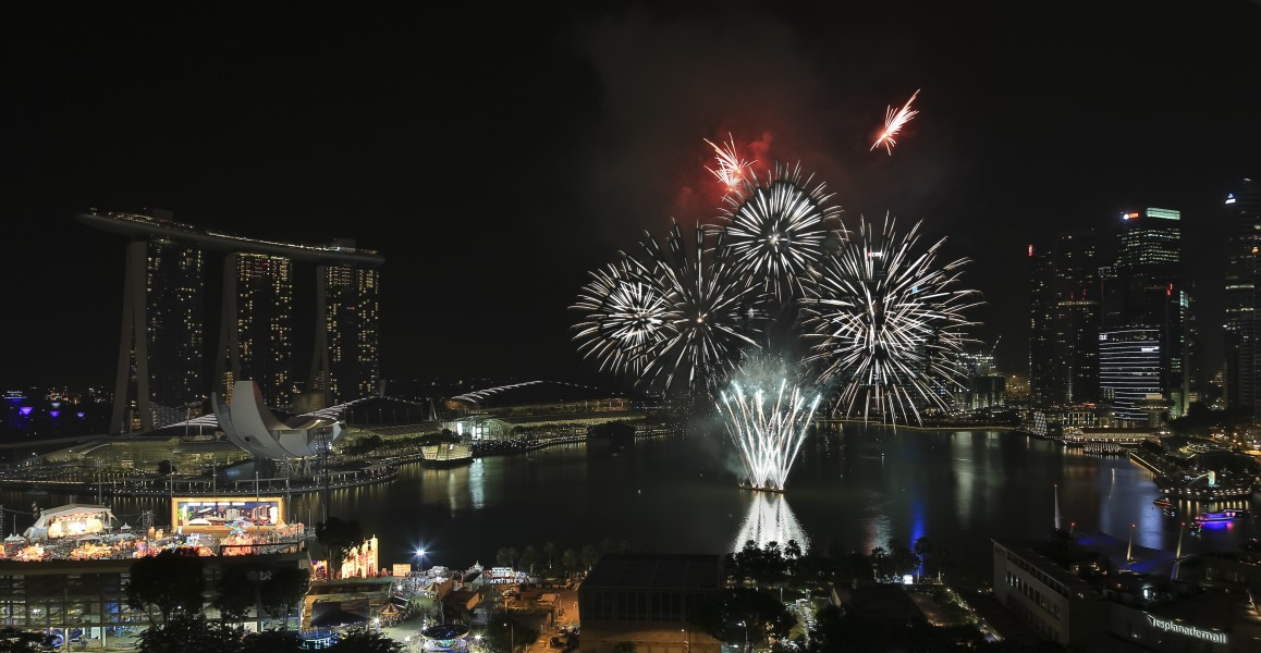 Marina-Bay Singapore Firework-launching-CNY-2015-05