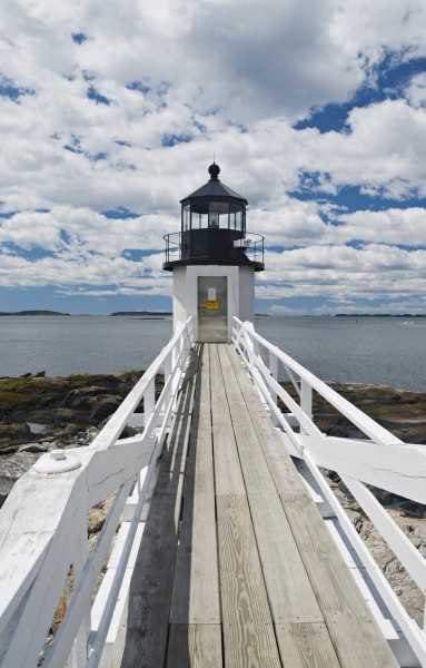 Marshall Point Lighthouse Walk Far