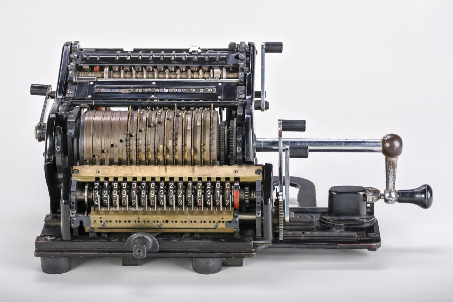 Mechanical-calculator-Brunsviga-15-01