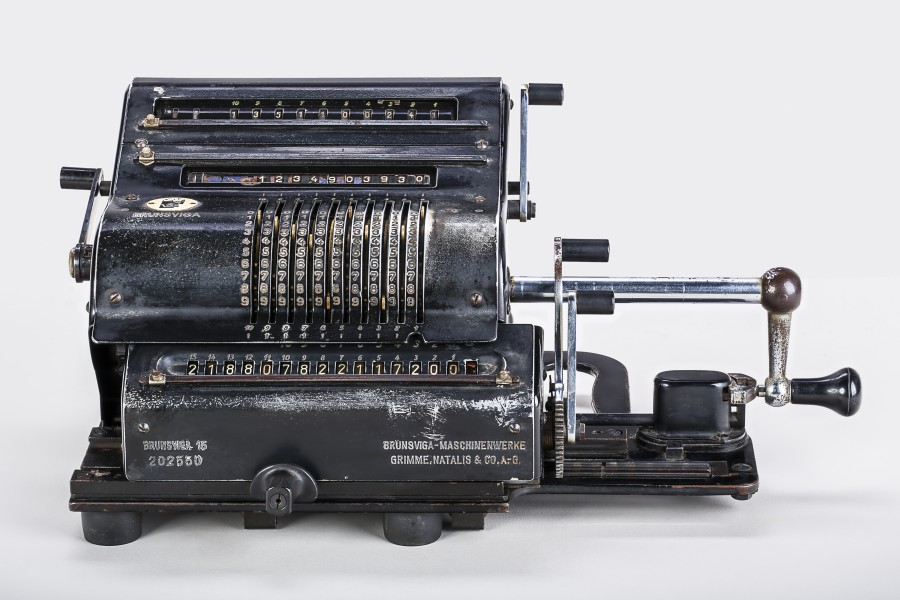 Mechanical-calculator-Brunsviga-15-01a
