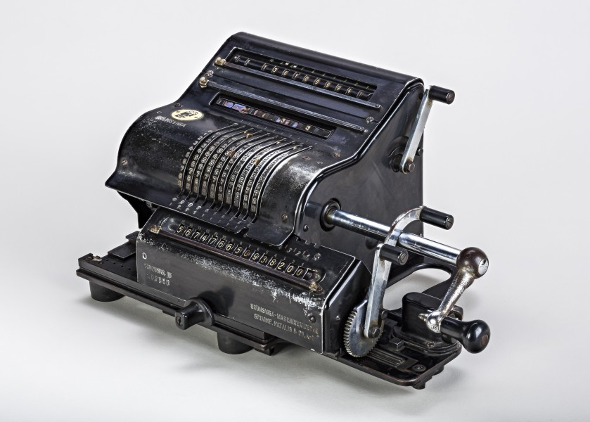 Mechanical-calculator-Brunsviga-15-02a