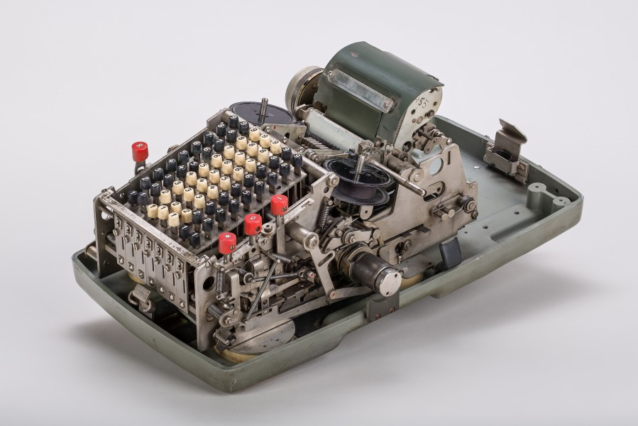 Mechanical-calculator-Brunsviga-800-02