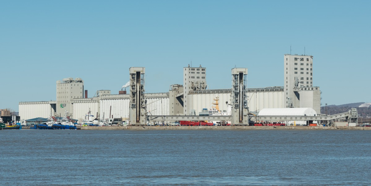 Port of Québec and G3 Port Terminal, Southeast view 20170414 1