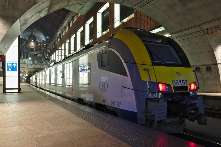 SNCB Desiro ML (Class AM08 08197) at Antwerp Central Station level -2 platform 22 looking towards the main hall (DSCF4782)