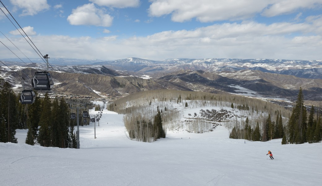 Snowmass gondola and Ski area
