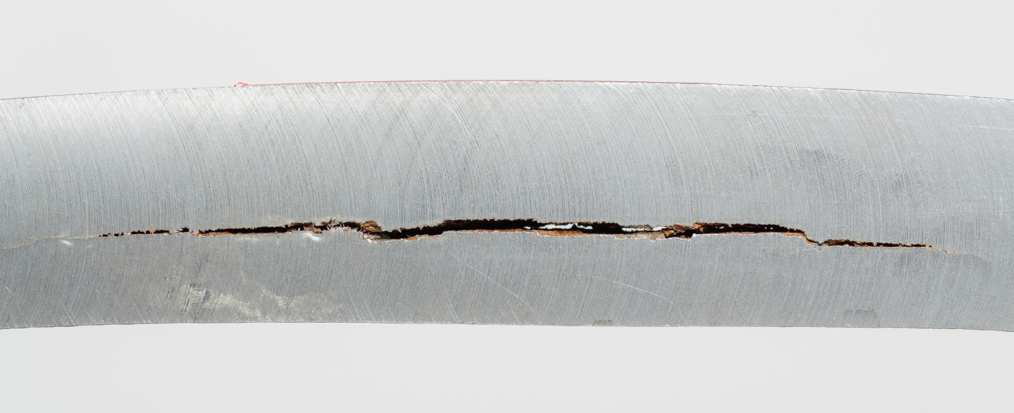Steel-with-Hydrogen-Induced-Cracks-01
