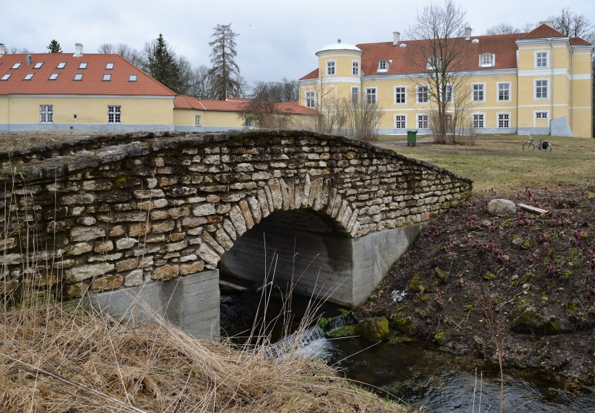 Stone bridge in Kiltsi manor park