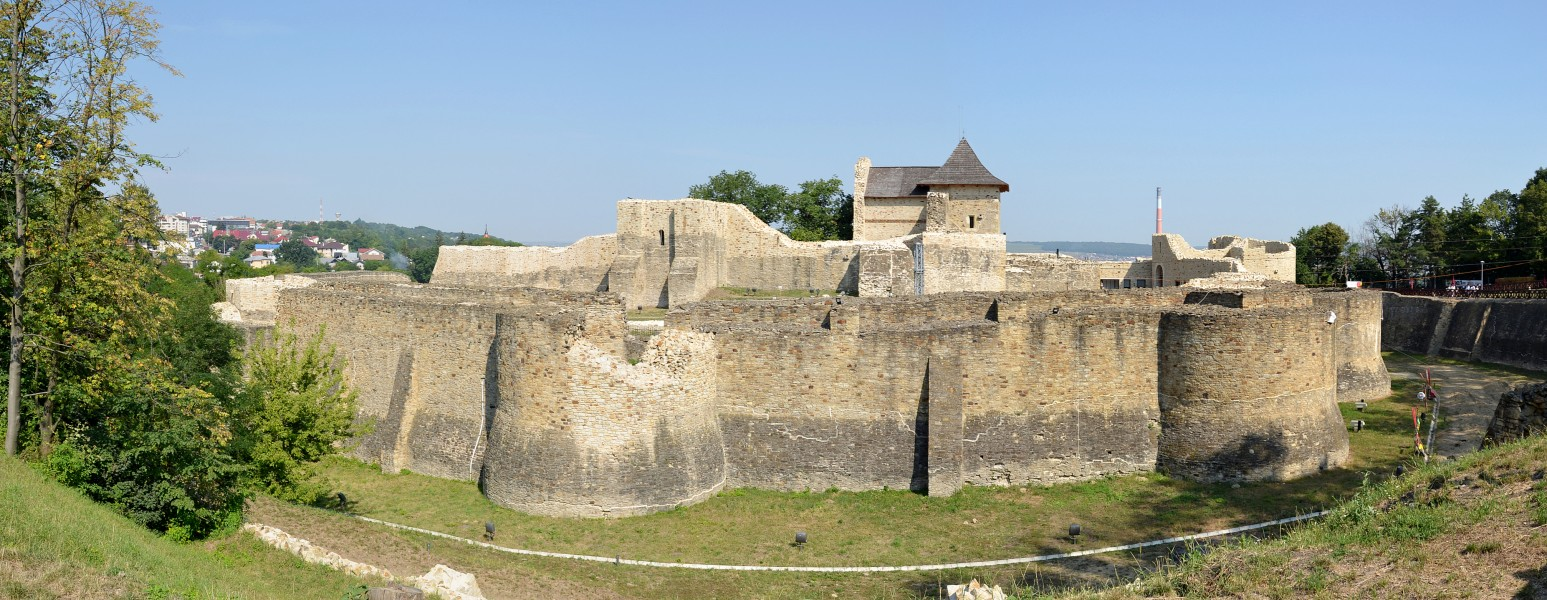 Suceava fortress (by Pudelek)