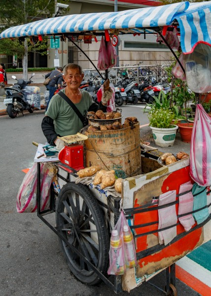 Taipei Taiwan Sweet-Potato-Hawker-with-his-mobile-stall-01