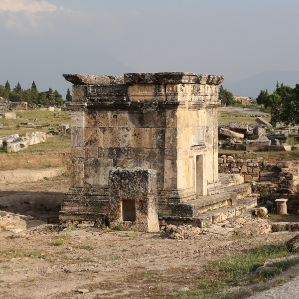 Tomb in Hierapolis 01