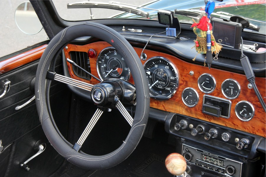 Triumph TR 4A (2014-06-15 048 Sp) Steering-wheel