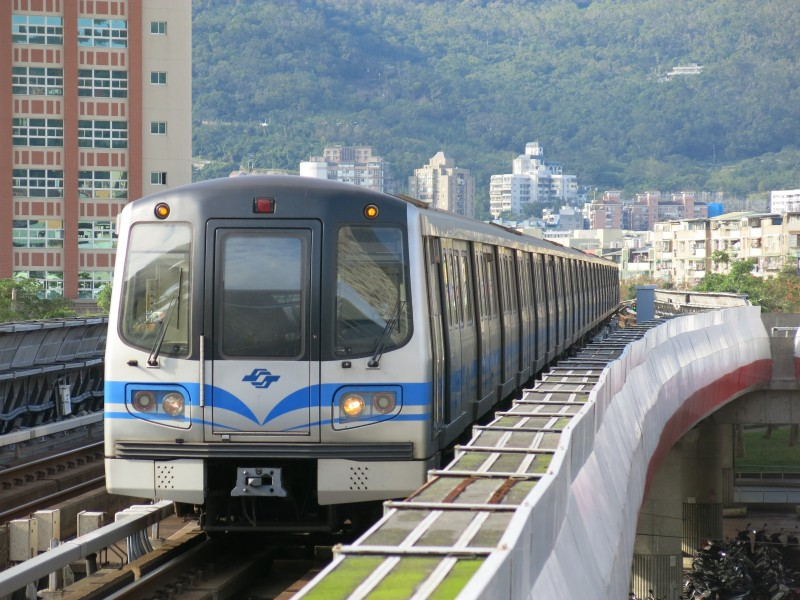 TRTC381 in Beitou Station