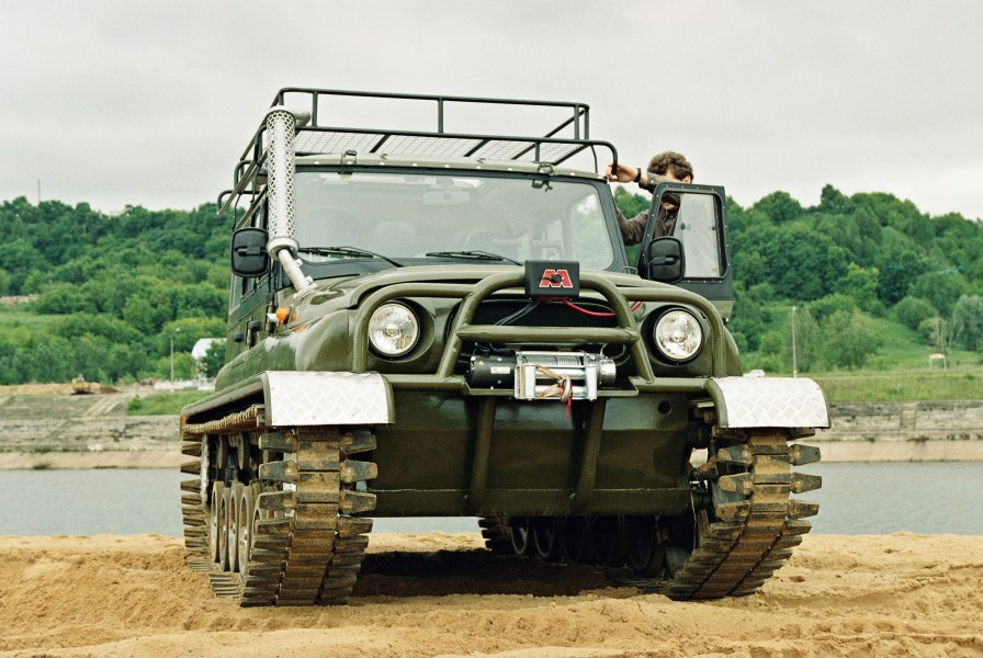UAZ-Hunter on tracks 1
