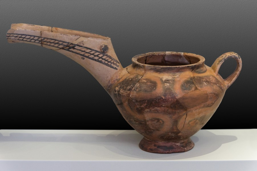 Vassiliki ware with long neck archmus Heraklion