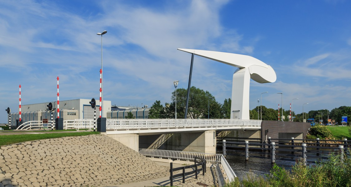 Vollenhove Netherlands Bridge-over-Vollenhoverkanaal-03