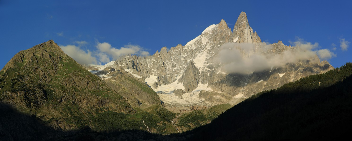 Wide view to Aiguille Verte & Les Drus from Les Praz 2