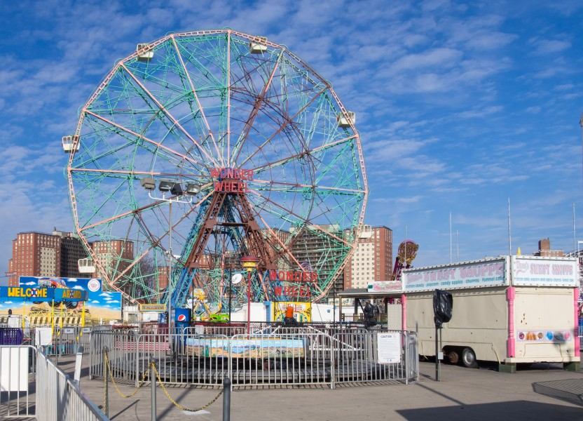 Wonder Wheel off-season 1