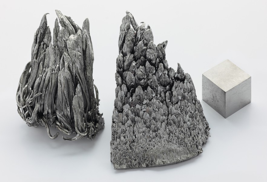 Yttrium sublimed dendritic and 1cm3 cube