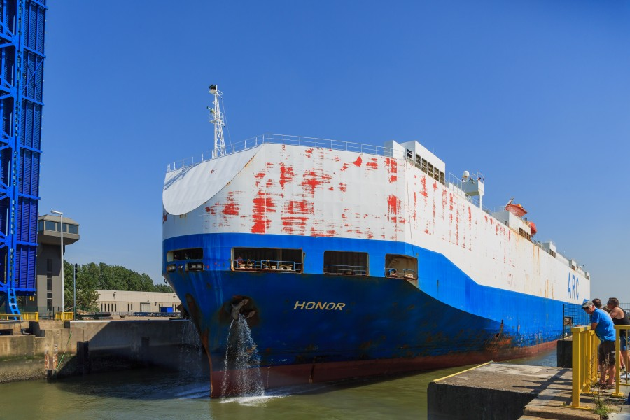 Zeebrugge Belgium Car-Carrier-HONOR-leaving-Pierre-Vandamme-Lock-01