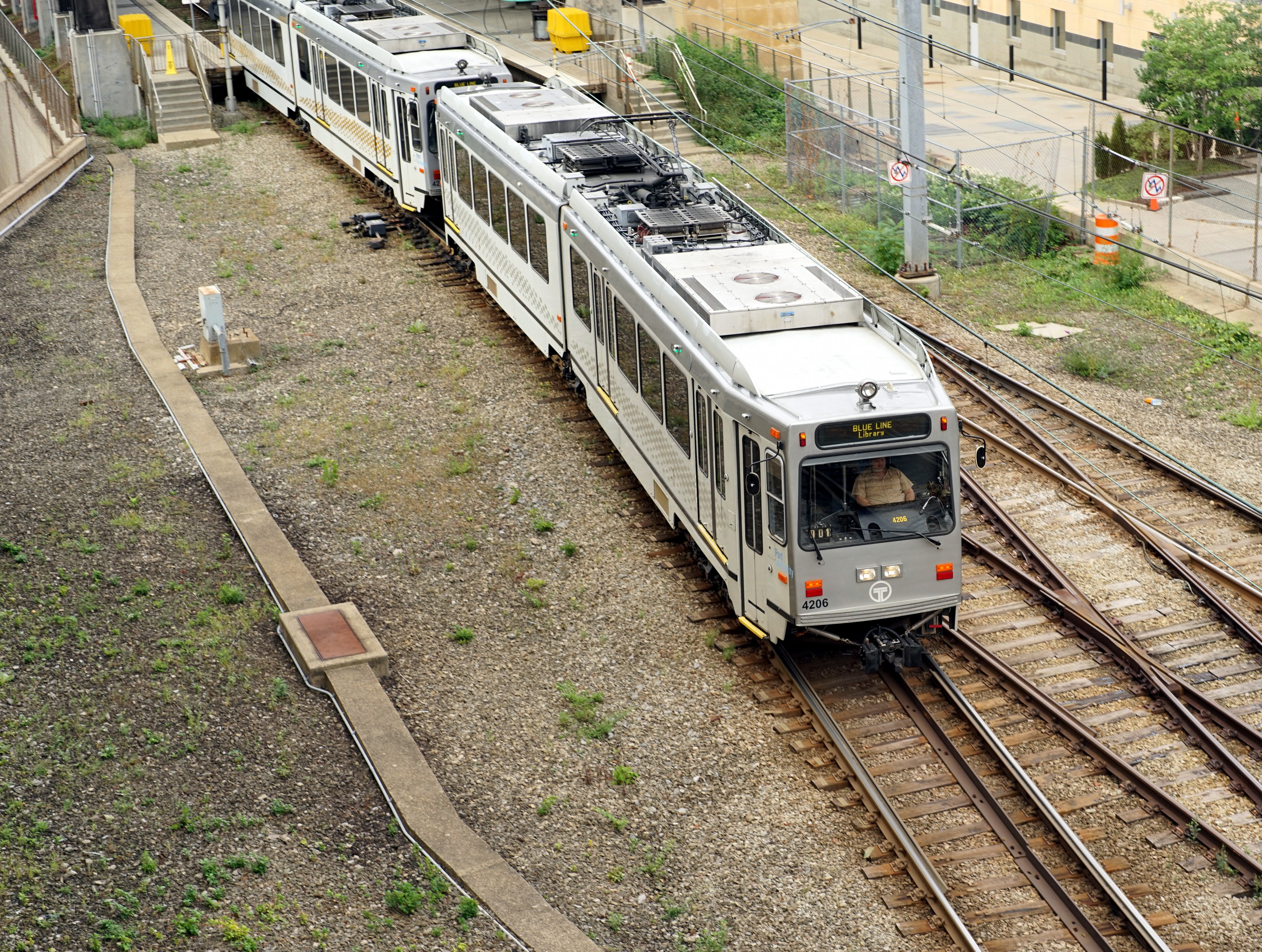 Pittsburgh Light Rail Siemens SD-400 leaving First Avenue Station