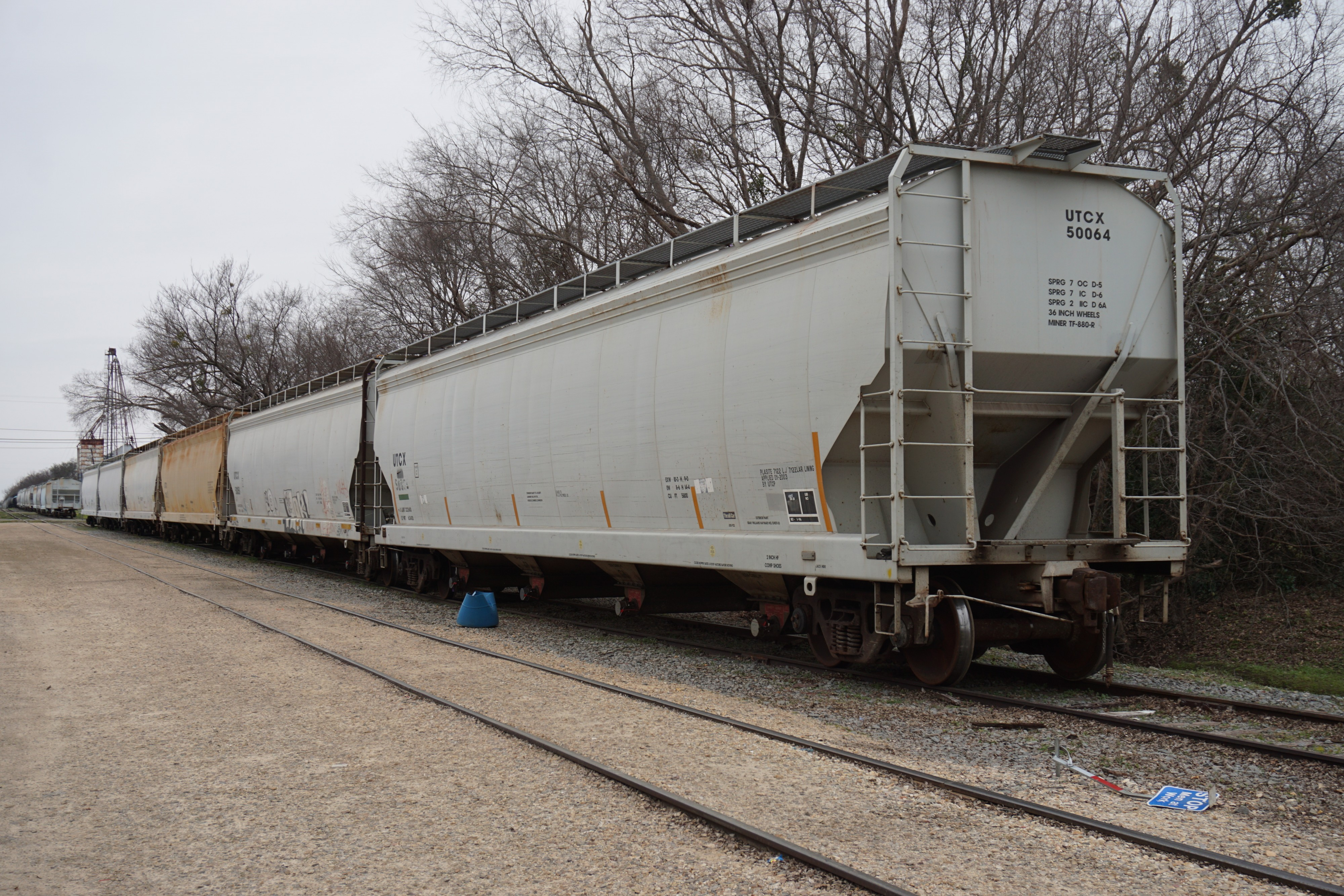 Sulphur Springs January 2016 2 (hopper cars)