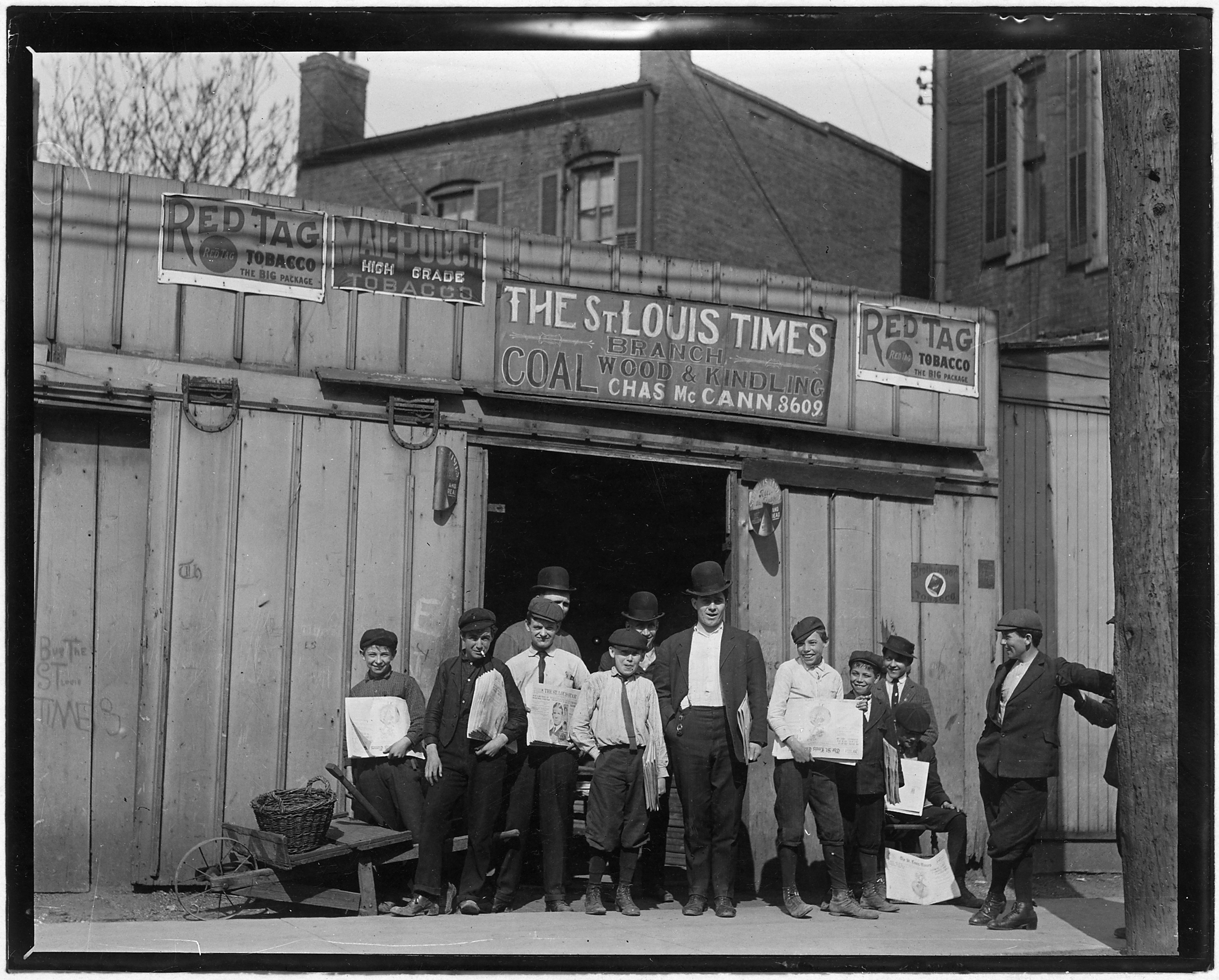 A branch office in a coal shed. St. Louis, Mo. - NARA - 523305
