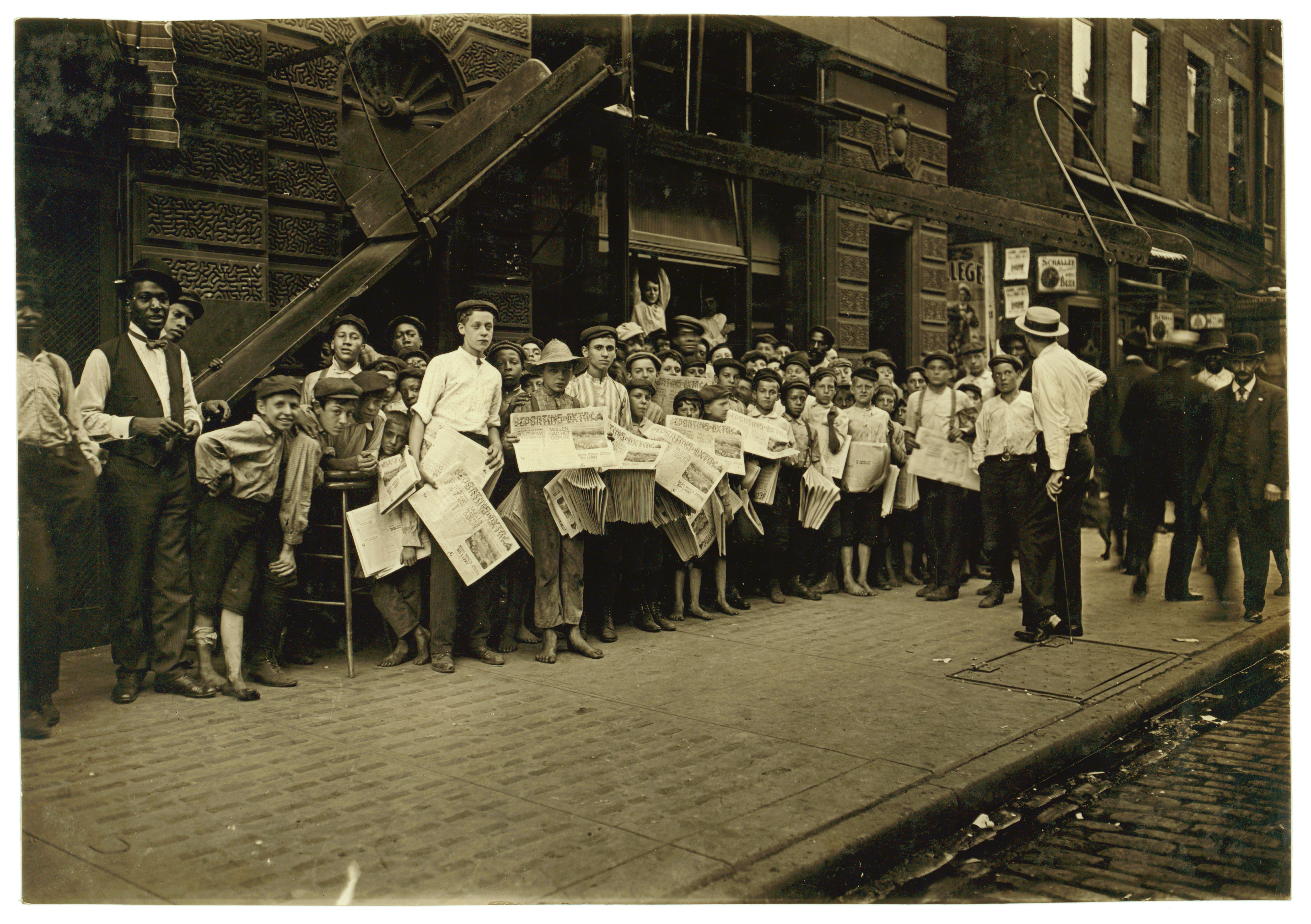 Lewis Hine, Newsboys with base-ball extra, Cincinnati, Ohio, 1908