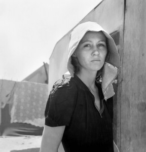 Dorothea Lange, a young migratory mother, originally from Texas, Edison, California, 1940