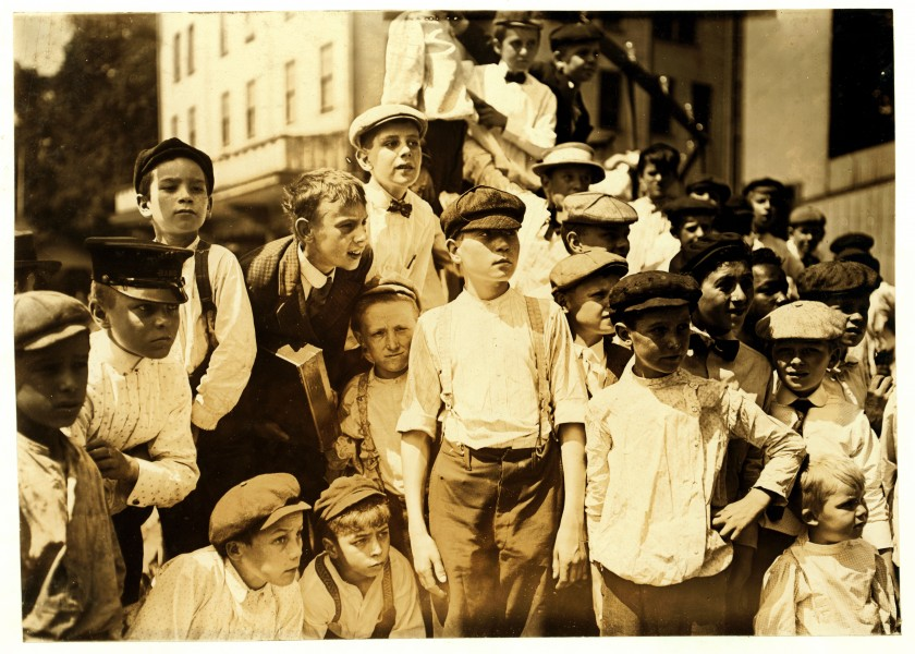 Lewis Hine, Watching the races, the newsboys' picnic, Cincinnati, Ohio, 1908