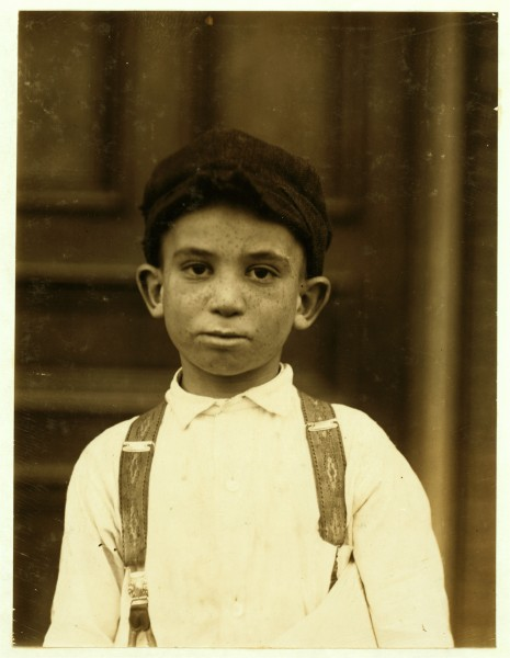 Lewis Hine, Young newsie, St. Louis, 1910