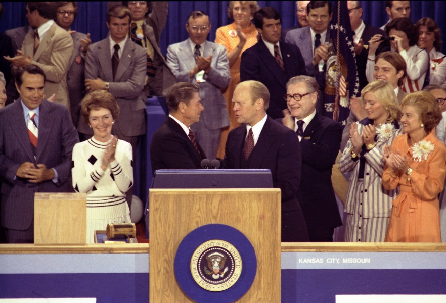 President Ford shakes hands with Ronald Reagan - NARA - 7027916