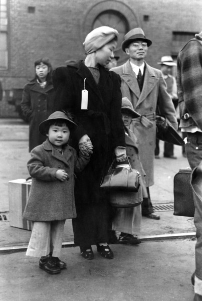Russell Lee, Japanese-American family waiting for relocation, Los Angeles, 1942