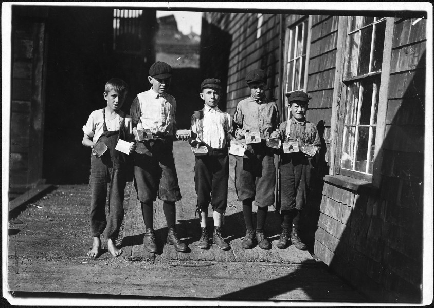 Some of the cartoners, not the youngest, at Seacoast Canning Co. Eastport, Me. - NARA - 523448