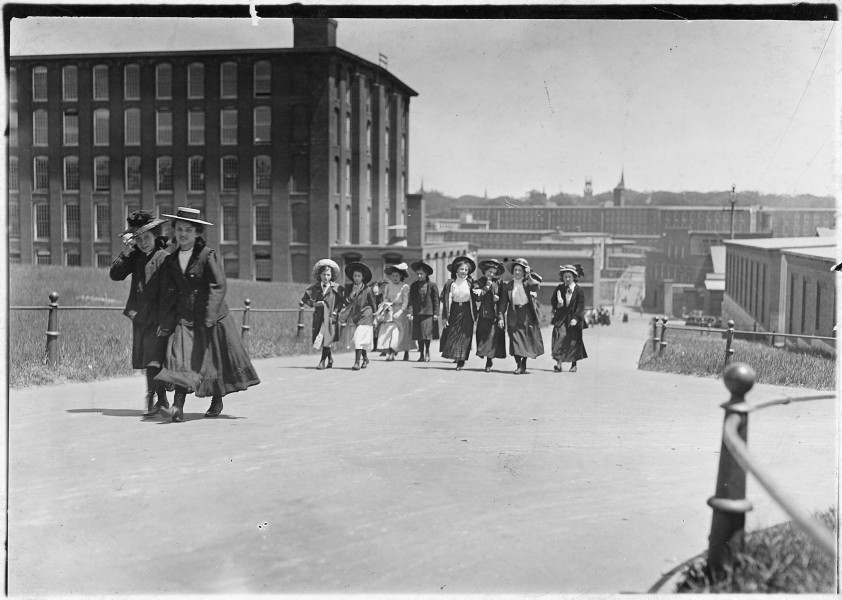 Some of the girls who work in Amoskeag Mills. Manchester, N.H. - NARA - 523201