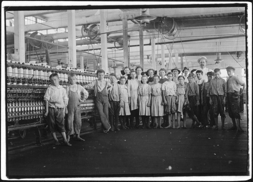 The Supt. and a group of children under 16 years starting work after noon. Yazoo City, Miss. - NARA - 523427