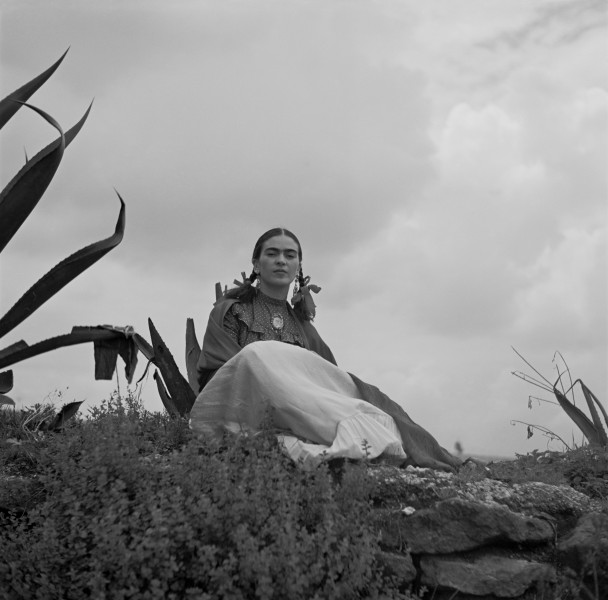 Toni Frissell - Frida Kahlo, seated next to an agave